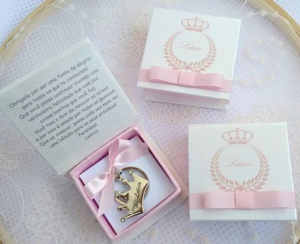 Lembrancinha_maternidade_nascimento_menina_princesa_chaveiro_lembrancas_especiais